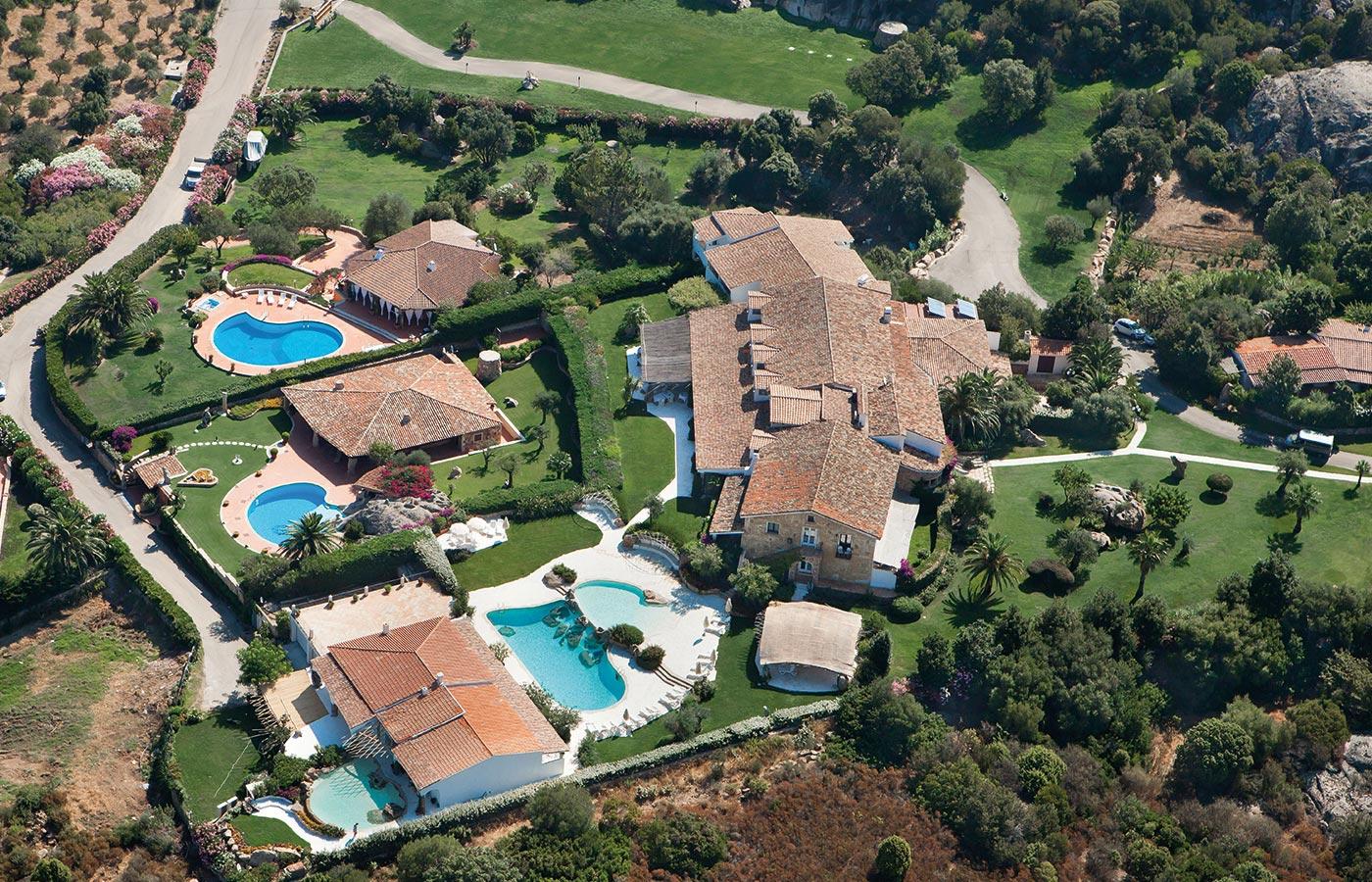 L'hotel Pulicinu a Baja Sardinia visto dall'alto