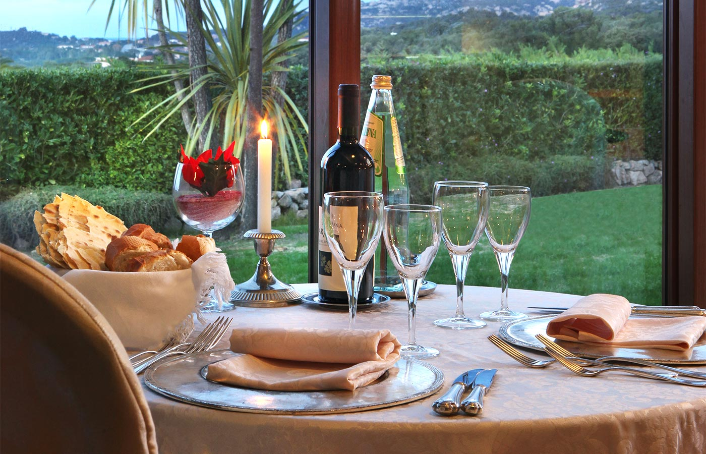 A refined dinner in one of the best restaurants of Costa Smeralda
