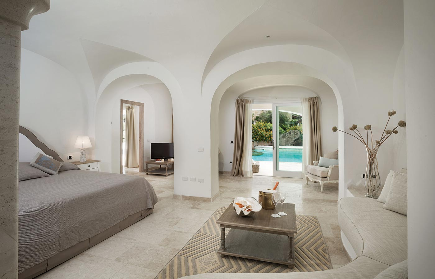 Your luxury hotel in Costa Smeralda with private pool